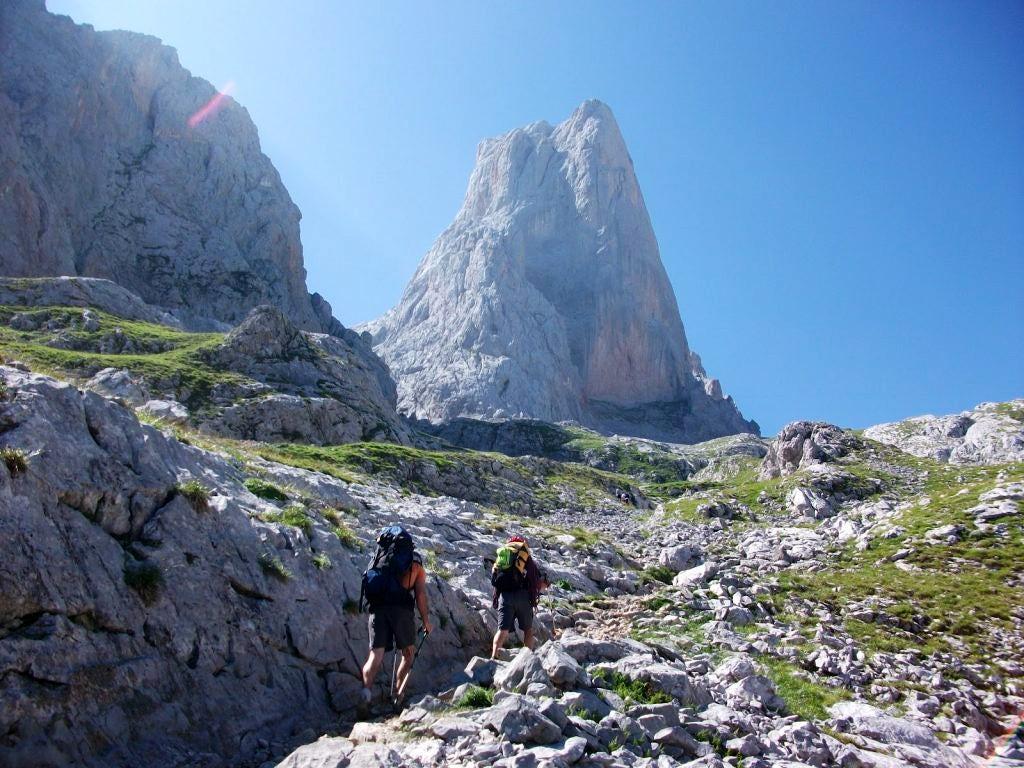 Naranjo-de-Bulnes-trekking-tour-Raul Martin